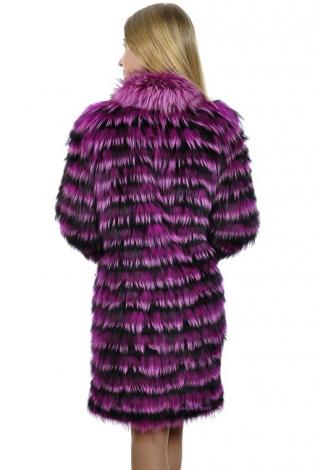 Шуба из меха чернобурки фиолетовая