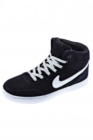 Черные кроссовки