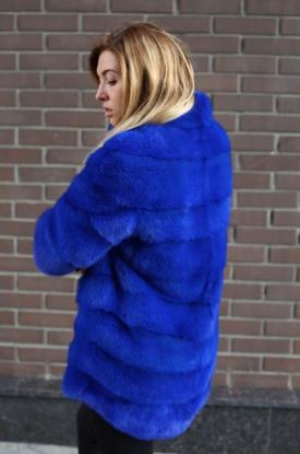 Шуба из меха норки синяя
