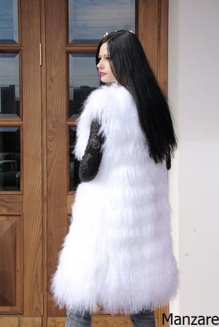 Жилет из меха ламы белый